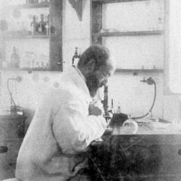 Vincenzo Tiberio, ufficiale medico della Regia Marina, primo italiano scopritore degli antibiotici