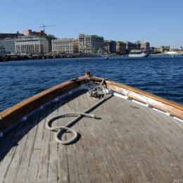 """Parte il reportage sulla linea di costa. """"Nas' 'e cane"""" e l'antica tradizione dei barcaioli di Santa Lucia"""
