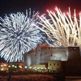 Tammorre e poi fuochi d'artificio sul lungomare Partenope