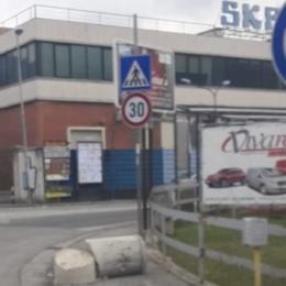 Cassino – Decapitato il miliario borbonico 48 della rotatoria di via Casilina sud. Forse per un sinistro stradale. Appello per un ripristino immediato