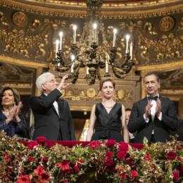 L'Italia che se la canta e se la suona (e si applaude pure)