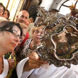 Santa Patrizia: oggi si scioglie il sangue. La sua storia legata a Cerere e a Partenope non è folclore