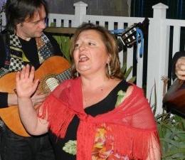 A colloquio con Aurora Giglio: Io, artista di strada che porta la musica nel cuore di Capodimonte. Tra bosco e museo