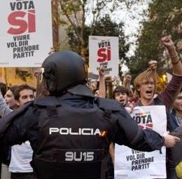 """Il pentolone catalano sta esplodendo: capito ora a cosa servivano """"terrorismo"""" e paura permanente?"""