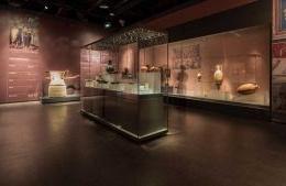 All'Archeologico vince la strategia del rilancio: fino a giugno anche il Festival barocco napoletano. Ma un Museo onnivoro perde identità