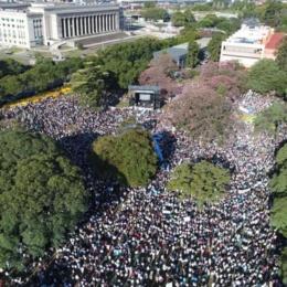 """Argentina, 2 milioni in piazza contro l'aborto: """"Tutta la vita ha valore"""""""