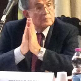 """Studentessa a Romano Prodi: """"Lei ha svenduto il nostro futuro e in cambio di cosa?"""""""