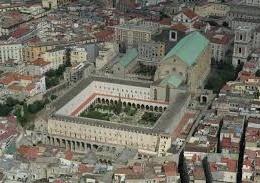 Il chiostro Maiolicato del Monastero di Santa Chiara