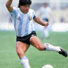 30 ottobre 1960, nasce Diego Armando Maradona… lo sai che la sua classe richiama la virtù della Prudenza?