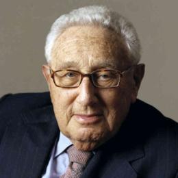 Un'analisi di Henry Kissinger: le mani dei totalitarismi sull'Occidente