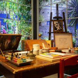 La vitalità caotica dell'arte di Frida Kahlo, in una mostra immersiva a Napoli